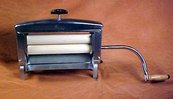 Hand-Crank Clothes Wringer Washer
